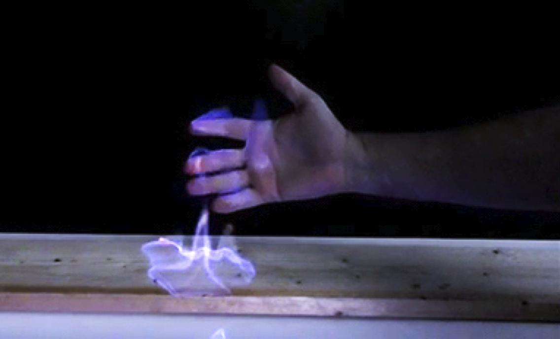 آزمایش جذاب شعله در دست