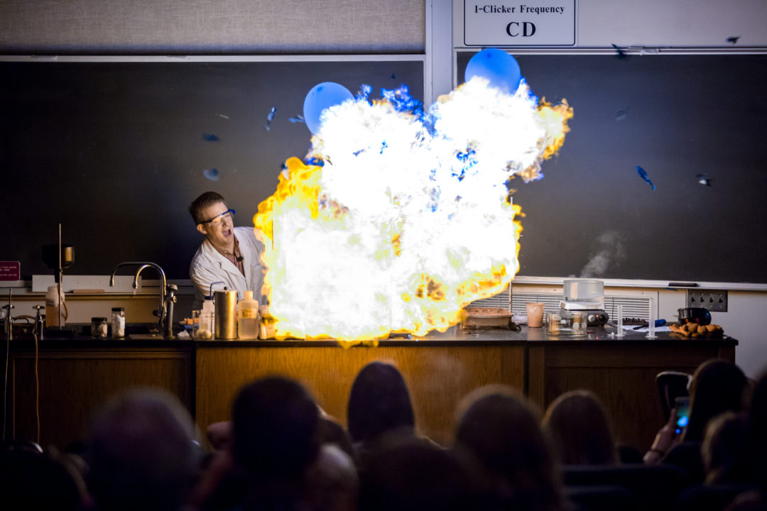 مواد شیمیایی منفجره