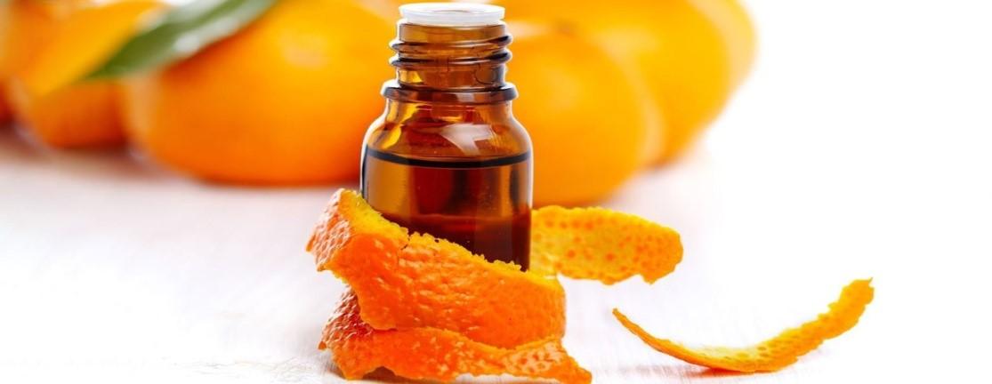روغن پوست پرتقال که منبع غنی ای در ویتامین C می باشد